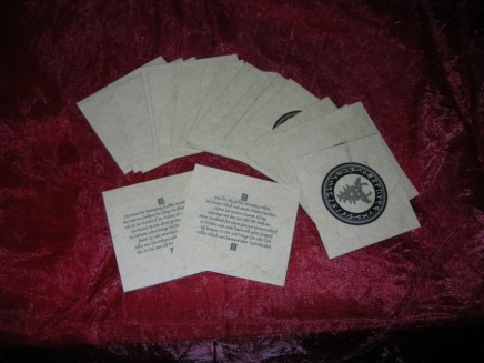 Die Runenkarten enthalten jeweils ein kraftvolles Gedicht zur jeweiligen Rune.