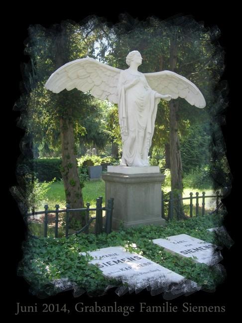 Eine schöne Skulptur findet sich auf einem der Familiengräber der Familie Siemens.