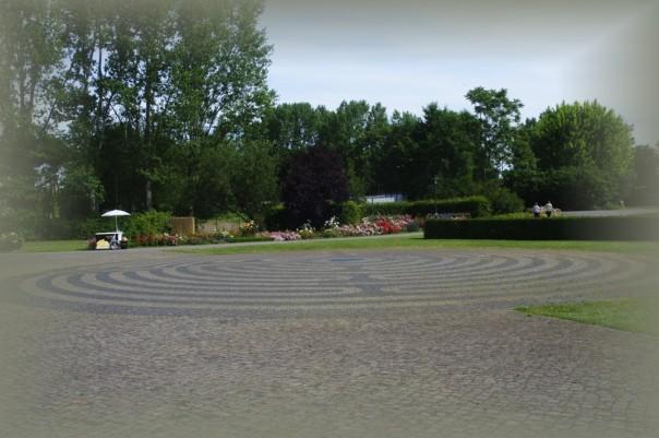 Das Bodenlabyrinth in den Gärten der Welt. Foto: Thanis Voyant