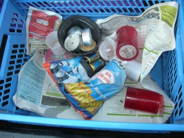 Metallhülsen, Plastikmüll, Scherben und sogar Batterien wurden von uns am Waldaltar eingesammelt.