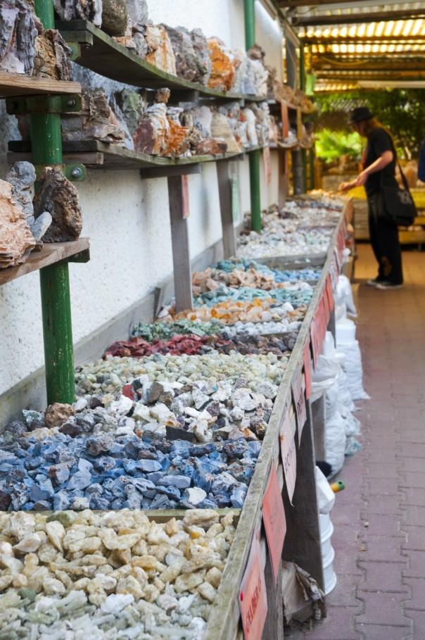 Shoppingmeile für Hexne und andere Steinfans... Foto: Thanis Voyant