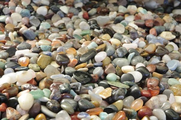 Stellt Euch einen Ort vor, an dem es so viele Steine gibt, dass man in ihnen Baden könnte! Foto: Thanis Voyant