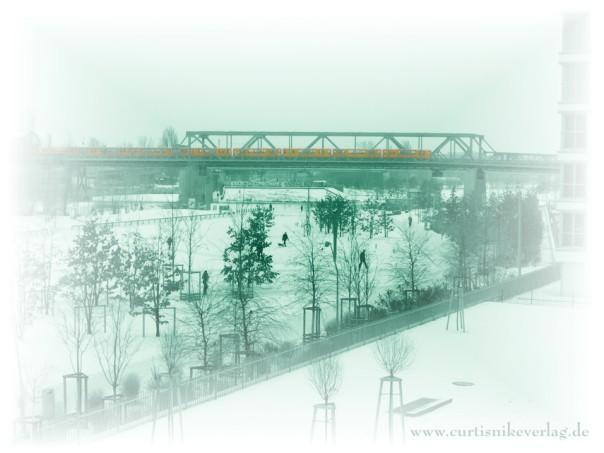 Ein ganz besonderer Blick auf das Gleisdreck mit der U1. Winterwelt Berlin. Foto: Curtis Nike