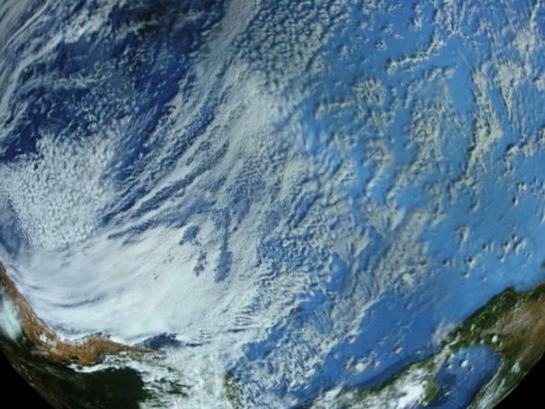 Detailtiere Aufnahmen unseres Heimatplaneten erzeugen den Eindruck man betrachte die Erde aus dem All.