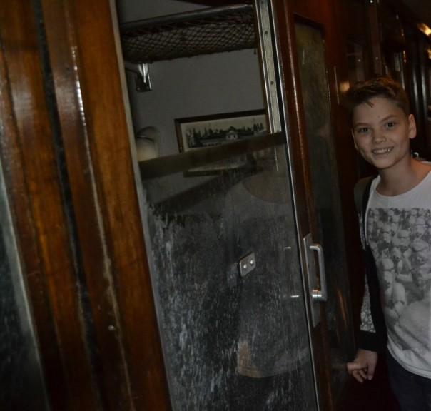 Pietje wählte ein Abteil für uns aus. Ich fürchte hier waren erst kürzlich Dementoren unterwegs... gut, dass wir reichlich Schokolade dabei hatten!