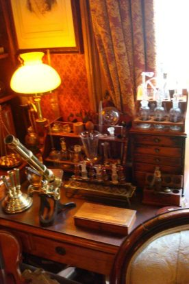Hier forscht und experimentiert Sherlock Holmes.