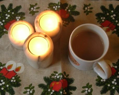 Kerzenschein und heißer Kakao - so genieße ich die kalte Jahreszeit.
