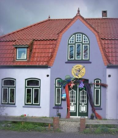 Das Haus Sternschnuppe, die Mysterienschule, an er auch ich lerne und lehre, steht im Mittelpunkt des Zaubers.